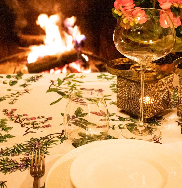 cenar en la casa rural con la chimenea