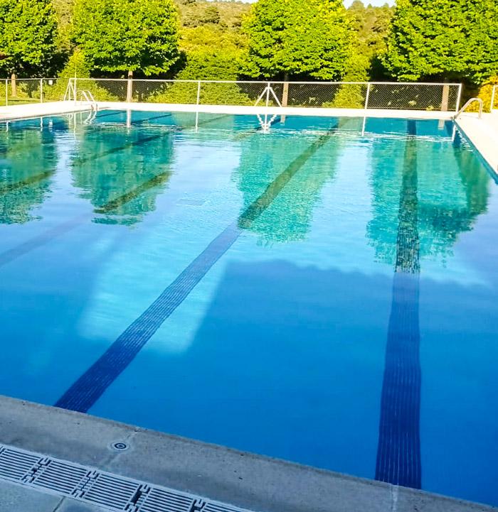 piscina en la casa rural